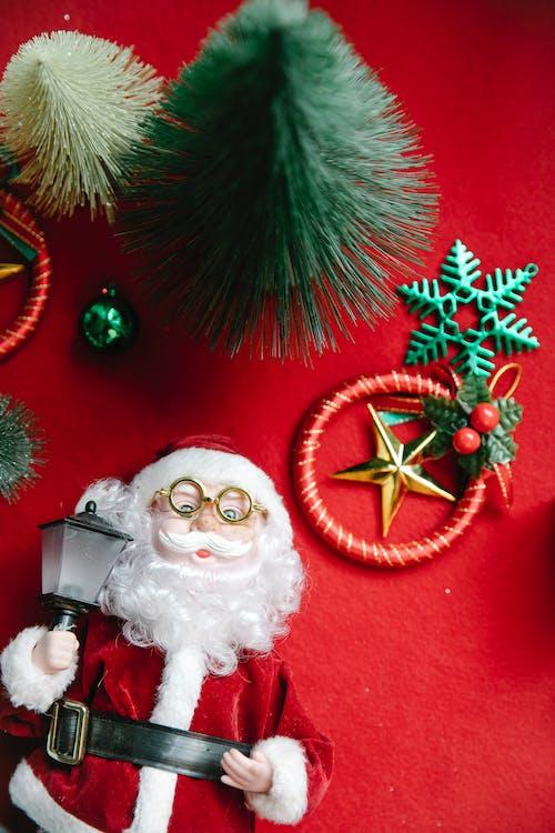 Ornamento De Papai Noel Branco E Vermelho