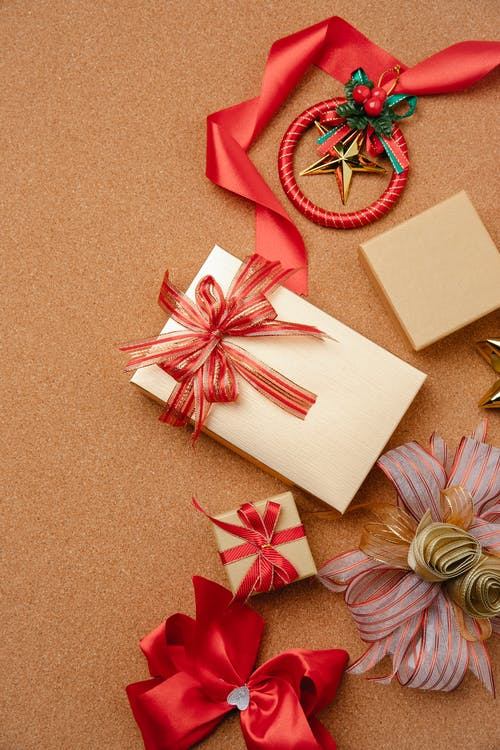 Gift boxes with ribbon bows on brown table