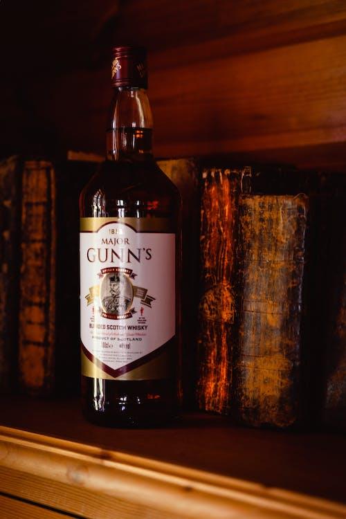 Kostnadsfri bild av alkohol, böcker, produktfotografering