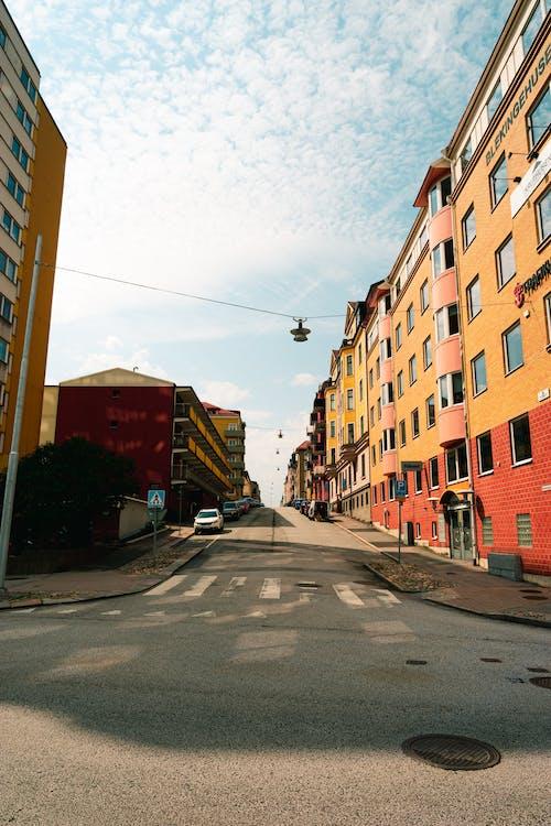 Kostnadsfri bild av arkitektur, bil, byggnad, färg