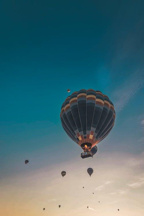 açık hava, aerostat, akşam içeren Ücretsiz stok fotoğraf