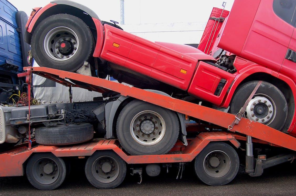 грузовик, красный