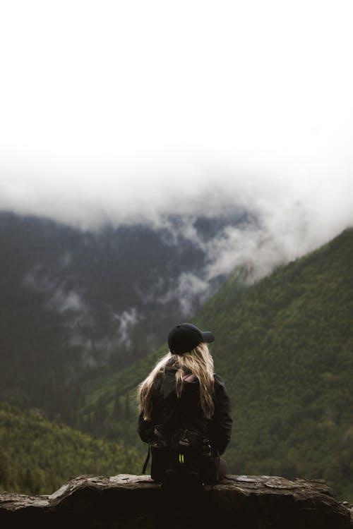 Бесплатное стоковое фото с активный отдых, блондинка, вид сзади