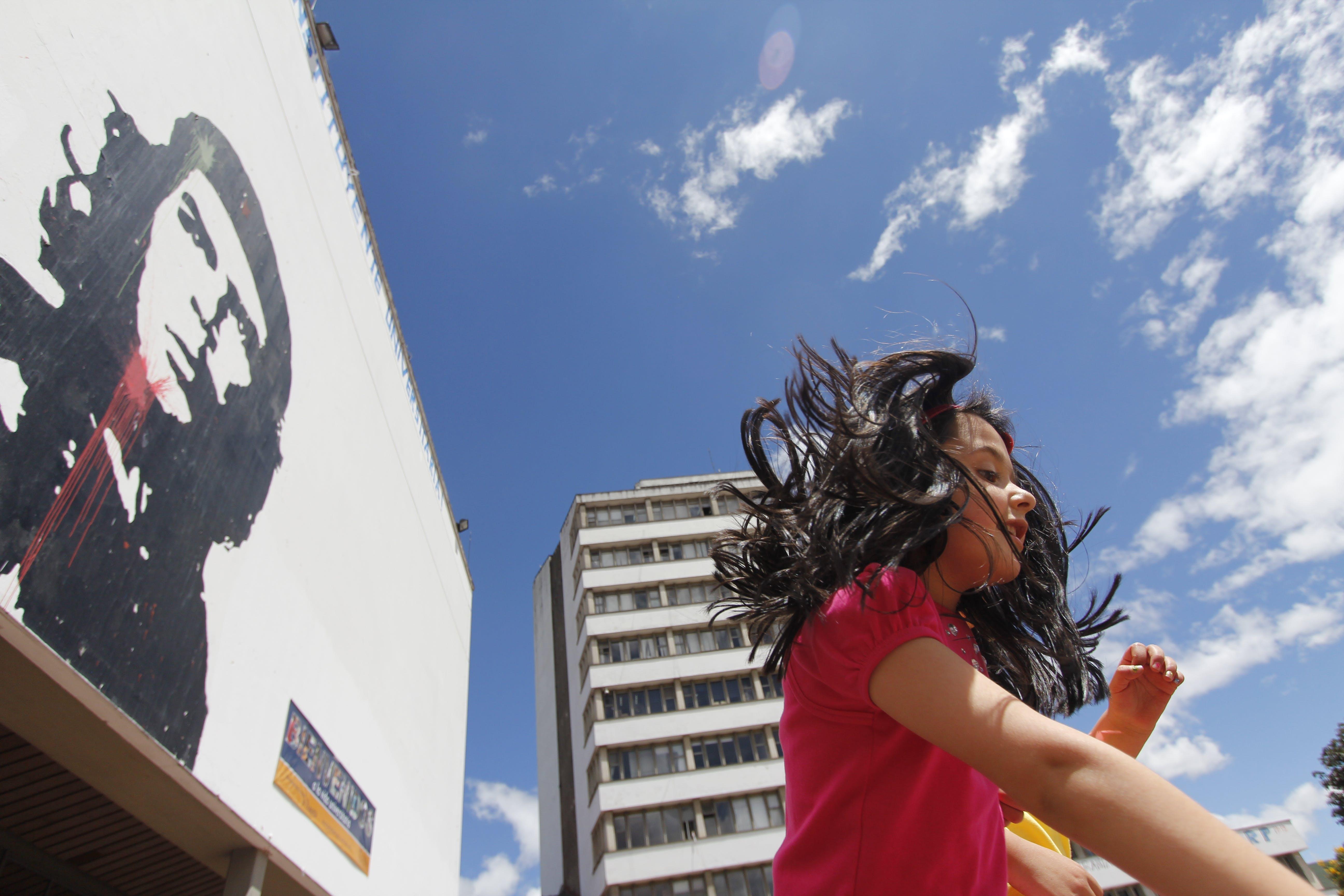 Kostenloses Stock Foto zu bogota, himmel, kolumbien, mädchen