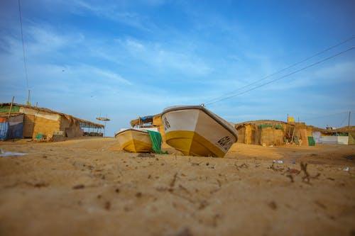Immagine gratuita di azzurro, barca, cielo, sabbia