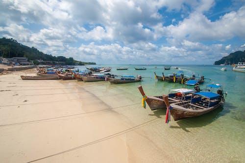 Immagine gratuita di acqua, azzurro, barca, cielo