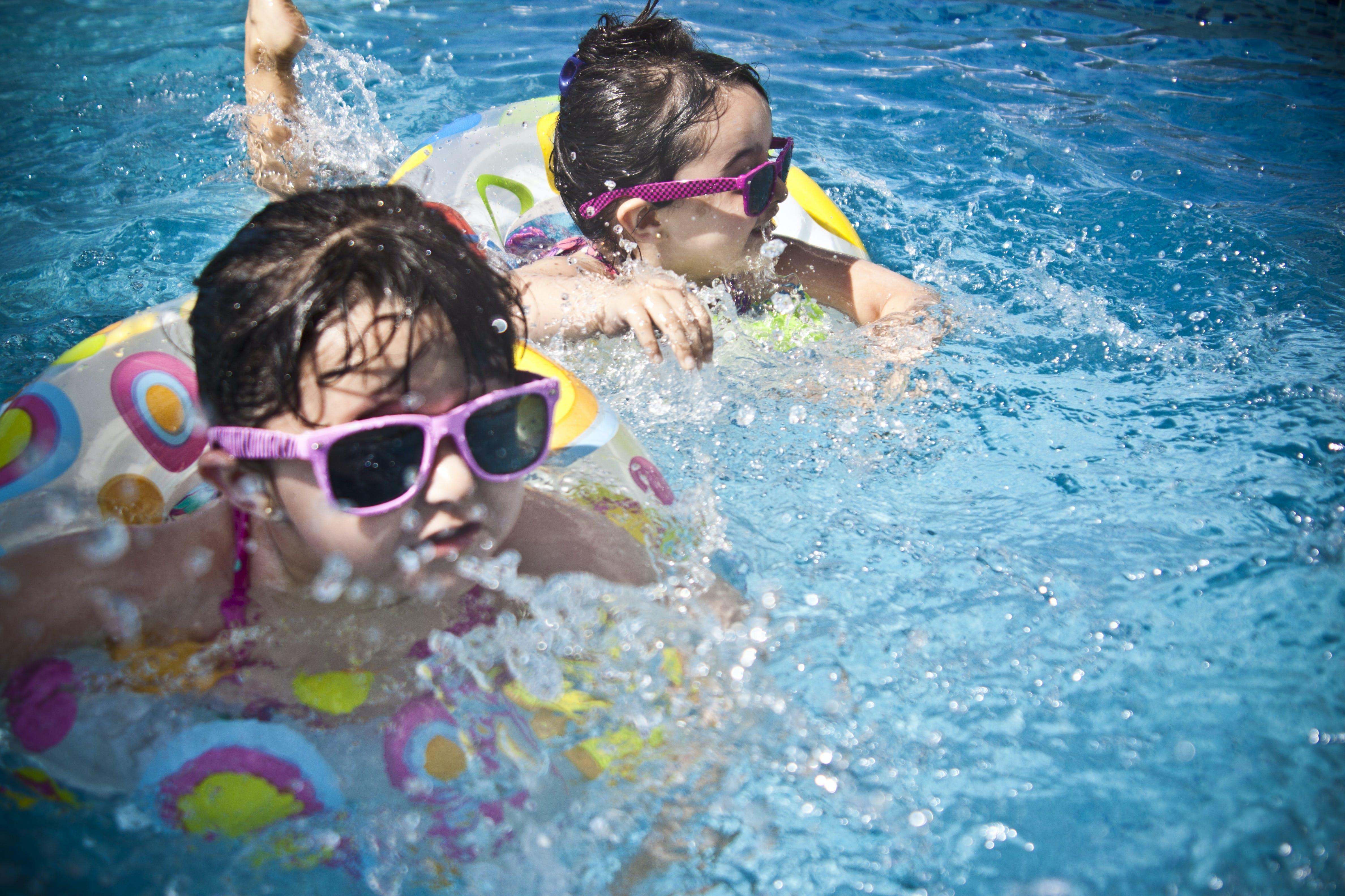 Kostenloses Stock Foto zu sonnenbrille, menschen, wasser, blau