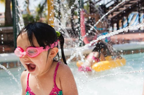 Fotos de stock gratuitas de agua, divertido, googles, niña