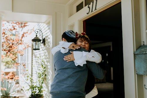 Foto De Personas Felices Abrazándose