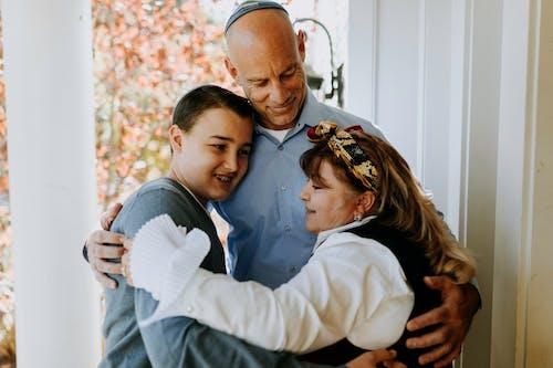 Foto De Familia Abrazándose
