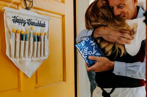 Foto De Personas Abrazándose