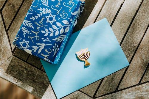 Nahaufnahmefoto Der Geschenkbox Auf Hölzerner Oberfläche