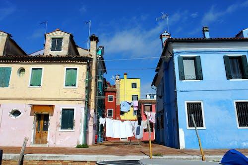 Fotobanka sbezplatnými fotkami na tému buildin, burano, farba, mesto