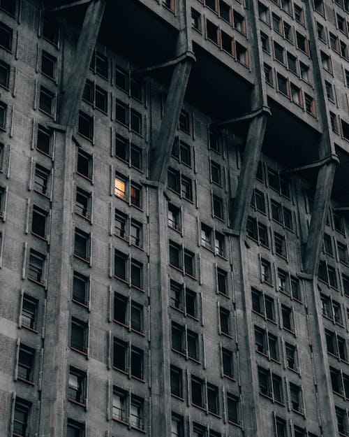 Edificio In Cemento Nero