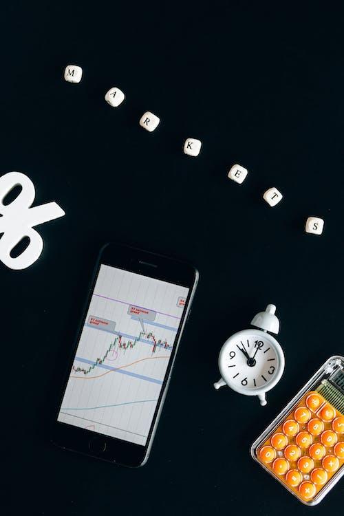 Black Iphone 4 With White and Black Round Analog Clock