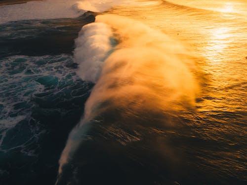 Ozeanwellen, Die An Land Abstürzen