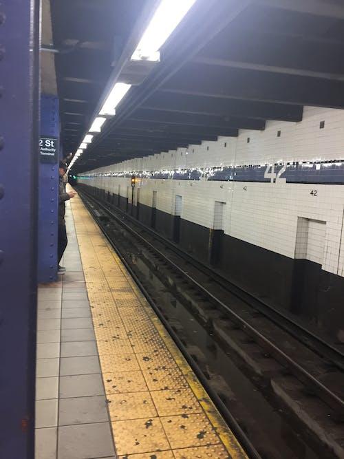 Free stock photo of city, mass transit, subway, subway platform