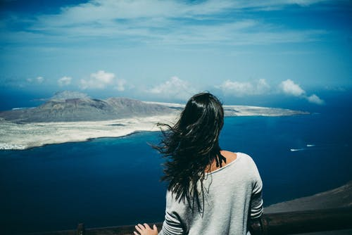 Darmowe zdjęcie z galerii z dziewczyna, góra, kobieta, krajobraz