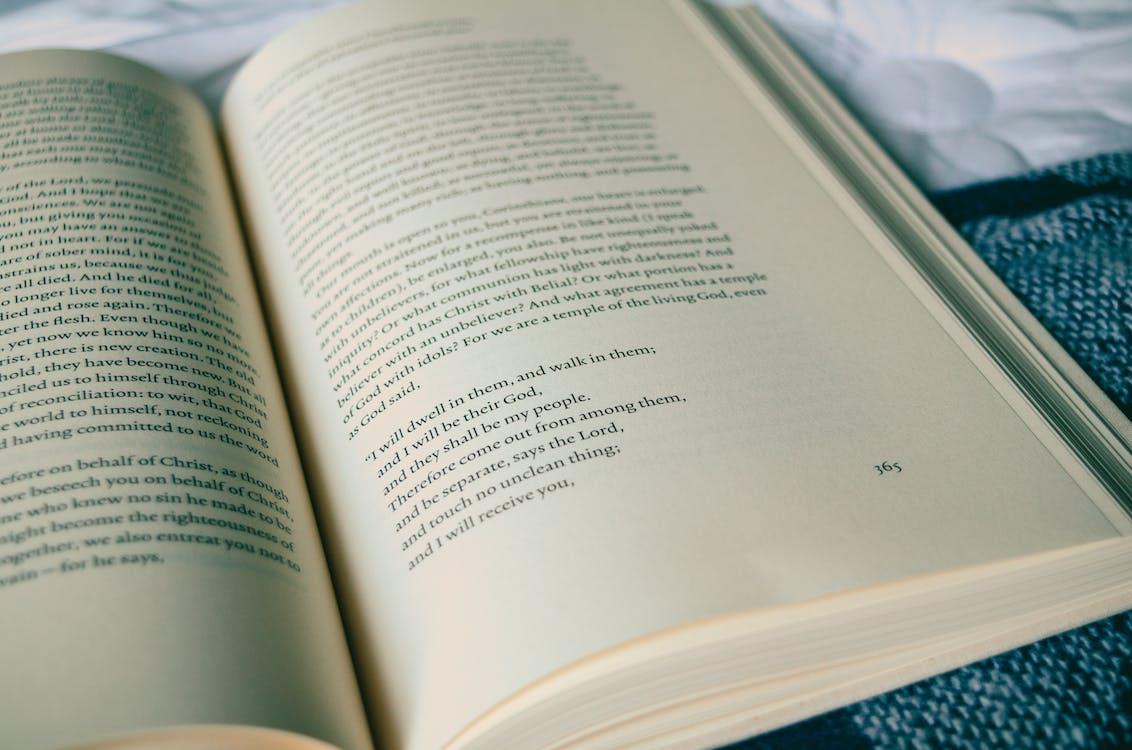 Alkitab, ayat suci, baca