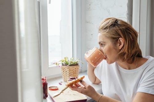 Immagine gratuita di bevendo, caffè del mattino, colazione