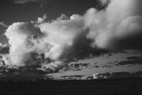 Imagine de stoc gratuită din alb-negru, natură, nori, sat