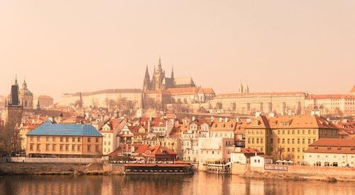 Kostnadsfri bild av arkitektur, bro, byggnader, dimmig