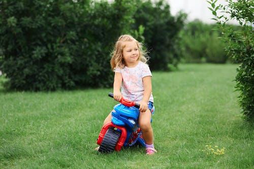 Photos gratuites de actif, amusement, bébé, bonheur