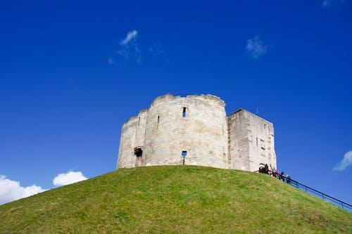 Fotos de stock gratuitas de castillo, cielo, cielo azul, mantener