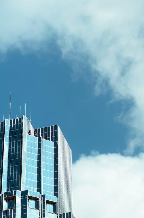 Бесплатное стоковое фото с архитектура, голубое небо, город, здание