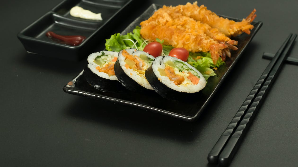 Бесплатное стоковое фото с cuộn cơm, món nhật, thức ăn