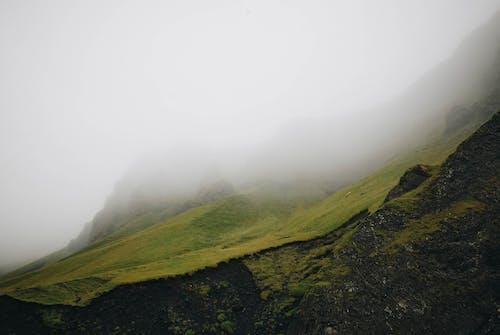 Безкоштовне стокове фото на тему «імла, вода, гора, Денне світло»