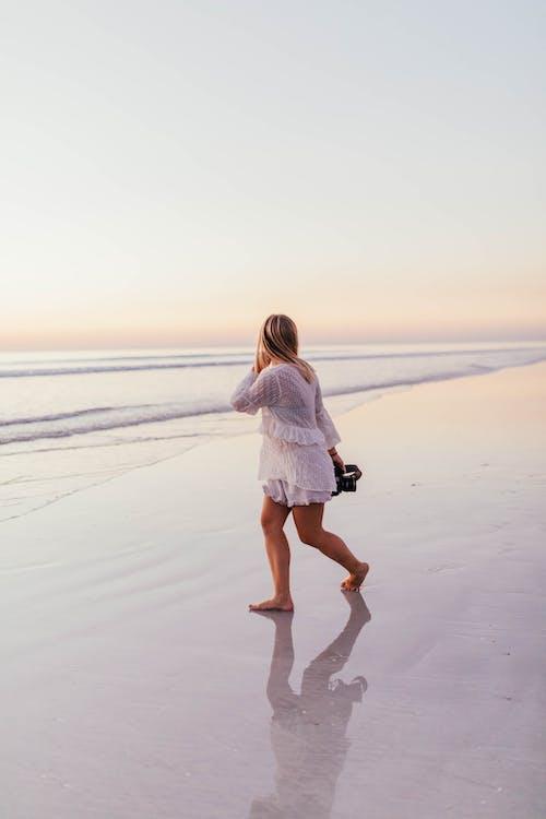 Foto d'estoc gratuïta de a l'aire lliure, aigua, alba, capvespre