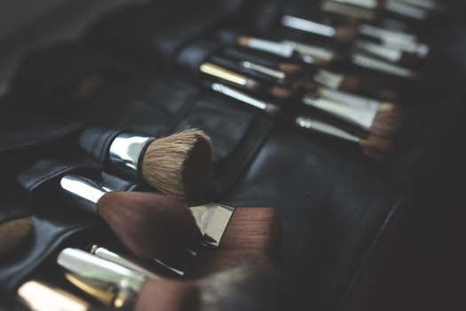 A bunch of make-up brushes