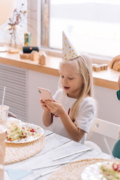 Immagine gratuita di bambino, bambino caucasico, cappello da festa