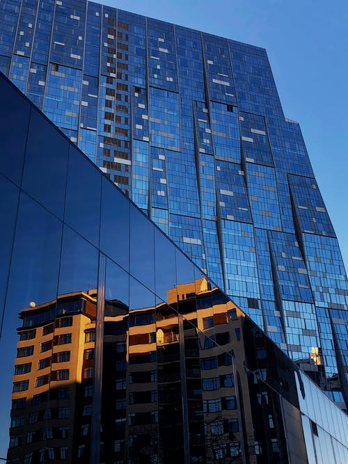apartman, bina, cam içeren Ücretsiz stok fotoğraf