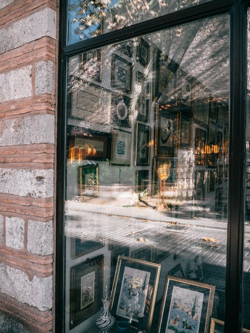 Shop window with framed pictures and souvenirs