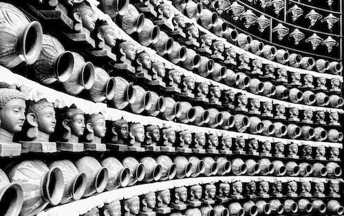 Foto stok gratis barisan, deretan, hitam & putih, hitam dan putih