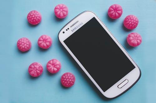 akıllı telefon, şeker içeren Ücretsiz stok fotoğraf