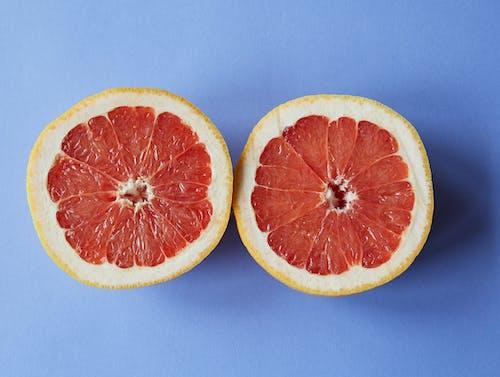 Geschnittene Orangenfrucht Auf Blauer Oberfläche