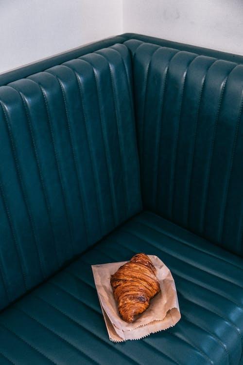 Bruin Brood Op Bruine Papieren Zak