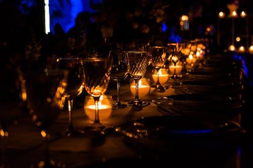 Gratis lagerfoto af aften, borddækning, mørke