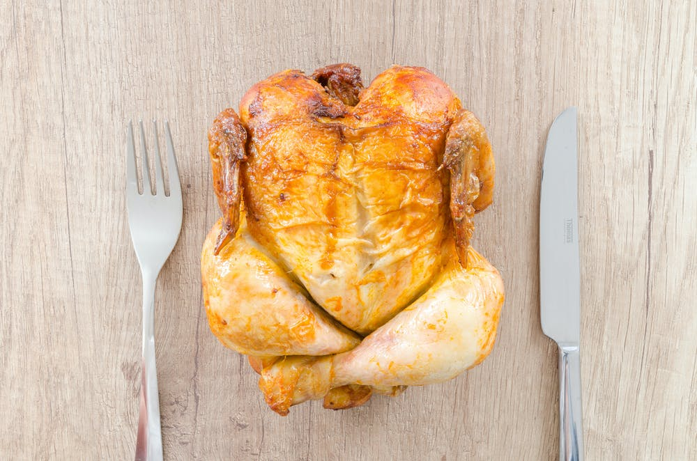 A roasted chicken. | Photo: Pexels