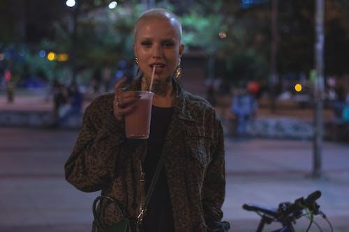 브라질 여자, 술, 아름다운 여성, 알코올의 무료 스톡 사진