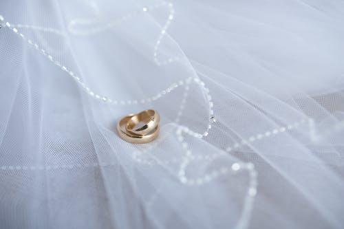 Gold wedding rings with decoration