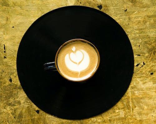 Чашка капучино крупным планом