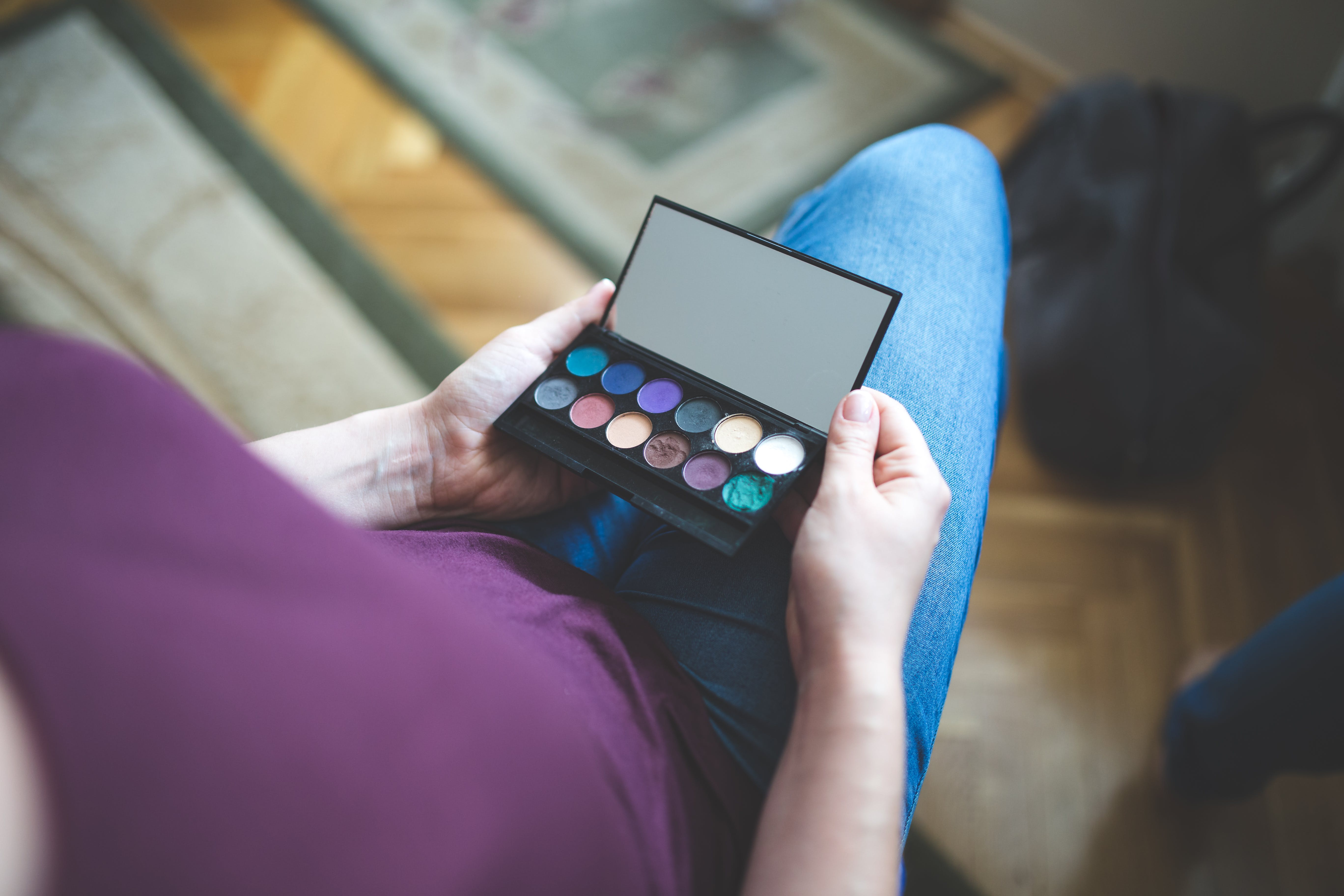 Woman holding the box with eyeshadows