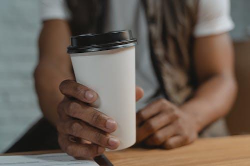 一次性杯子, 人, 喝 的 免費圖庫相片