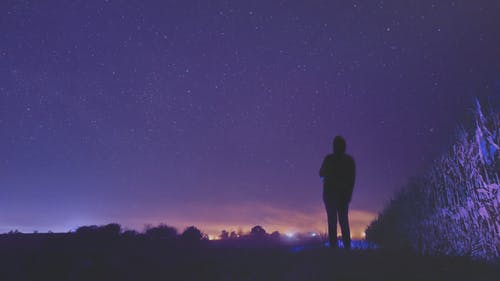 Ilmainen kuvapankkikuva tunnisteilla kenttä, lila, tähdet, taivas