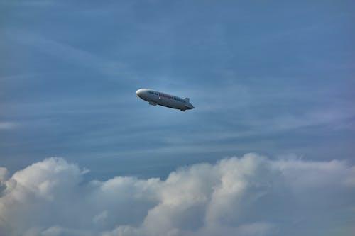 Ilmainen kuvapankkikuva tunnisteilla ilmalaiva, pilvet, sininen taivas, taivas