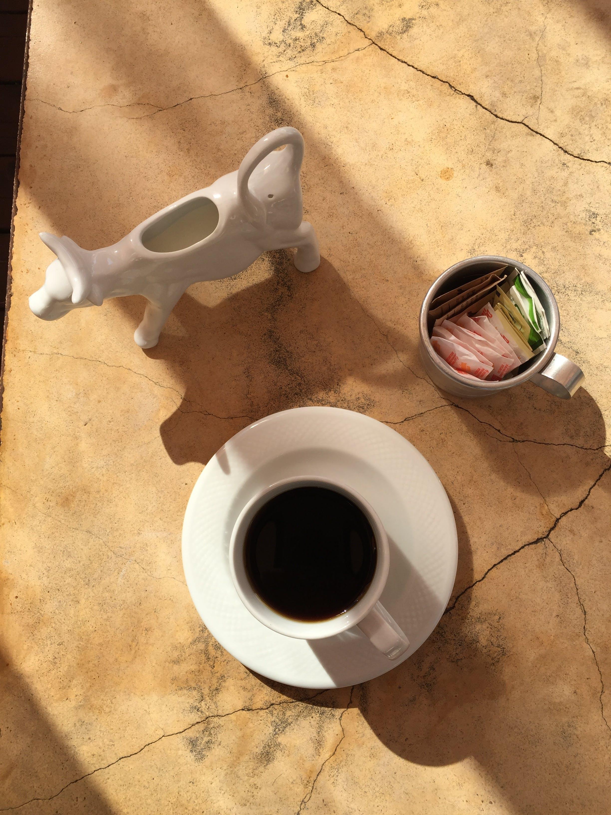 Kostenloses Stock Foto zu kaffee, morgen, sahne, tisch